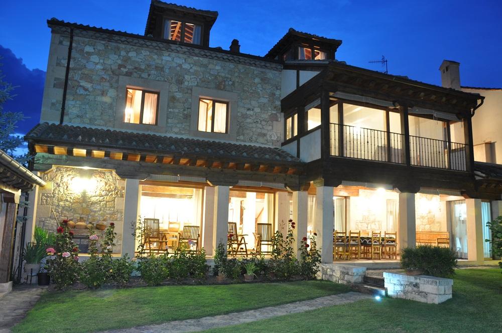 Porche Noche Casa Rural La Cantañera Cañicosa Segovia