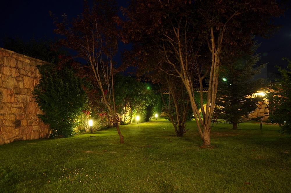 Jardin Noche Casa Rural La Cantañera Cañicosa Segovia